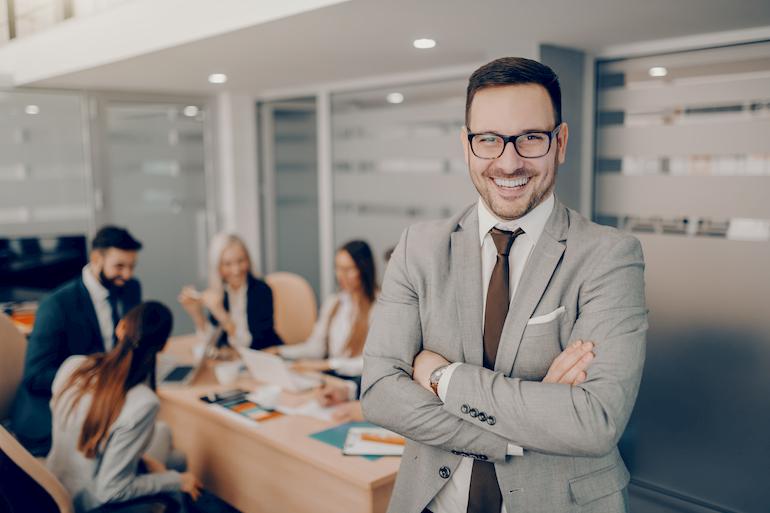 Mitarbeiter qualifiziert sich für Leitungsposition