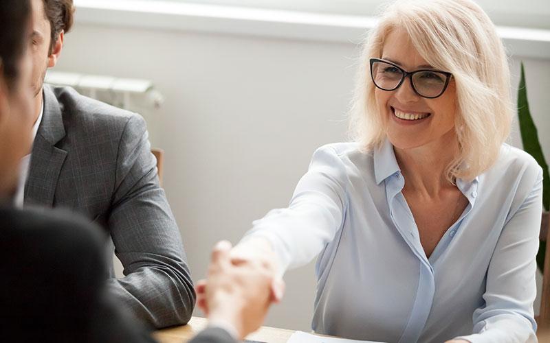 Frau mit 50 bewirbt sich auf eine neue Stelle