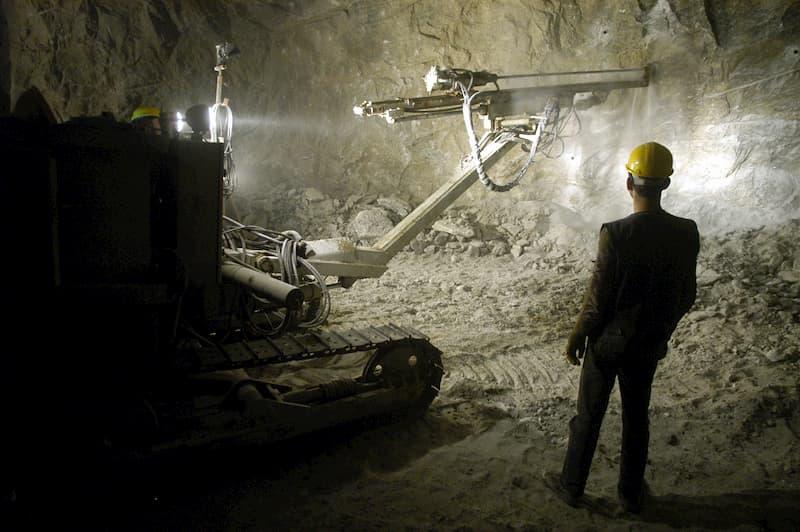 Der ständige Lärm und Staub in einer Mine kann zu eine Berufskrankheit führen