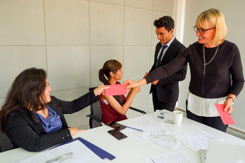 Zwei Mitarbeiterinnen erhalten wiederholt einen Bonus, wodurch eine betriebliche Übung entstehen kann