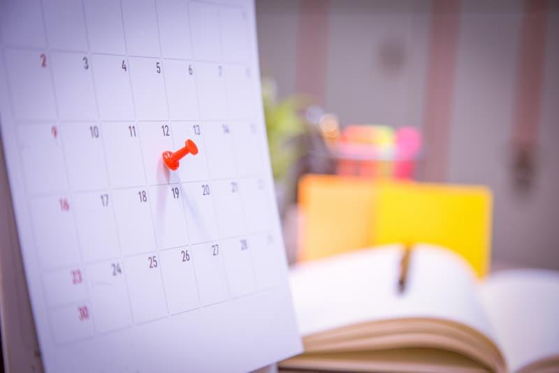 Ein Kalender mit einer ,markierten Deadline